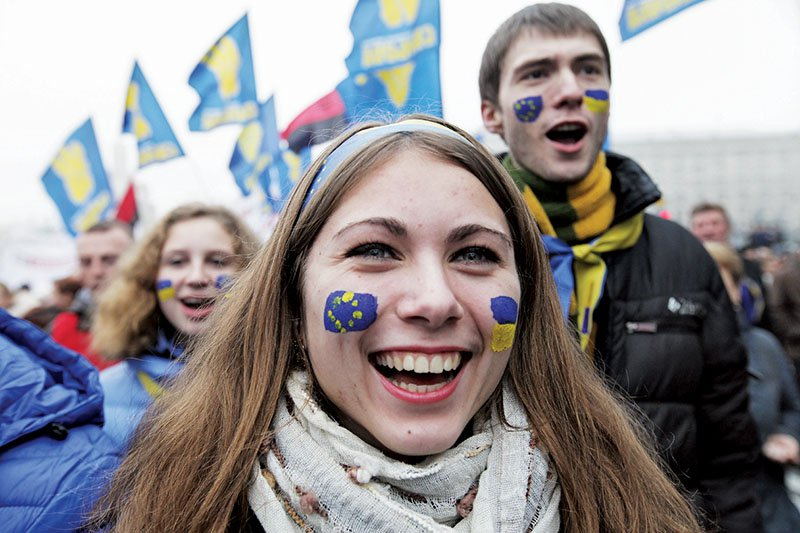 Patriotes ukrainiens en marche du parc Chevtchenko vers la place de l'Europe 24 novembre 2013